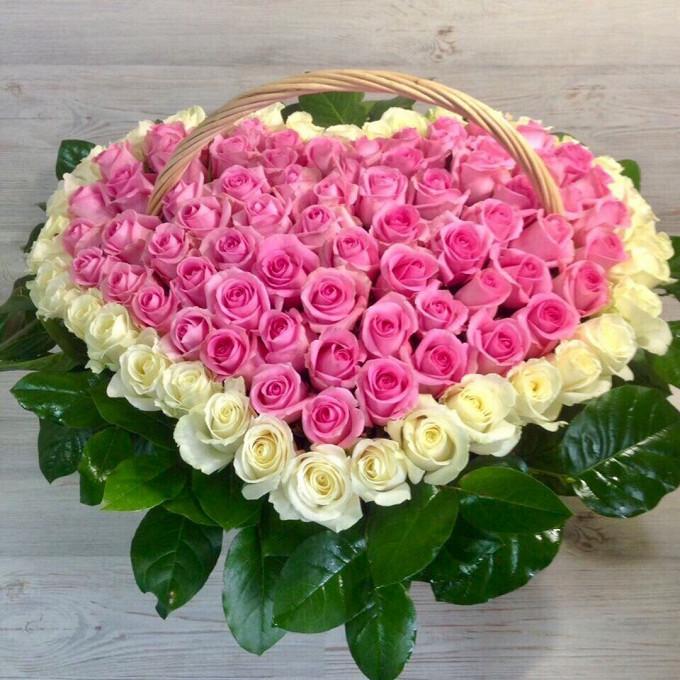 Роза (розовый, 60 см) — 66 шт., Роза (белый, 60 см) — 35 шт., Пиафлор — 5 шт., Корзина (круг, большой) — 1 шт., Рускус — 20 шт., Бабочка декоративная — 1 шт.