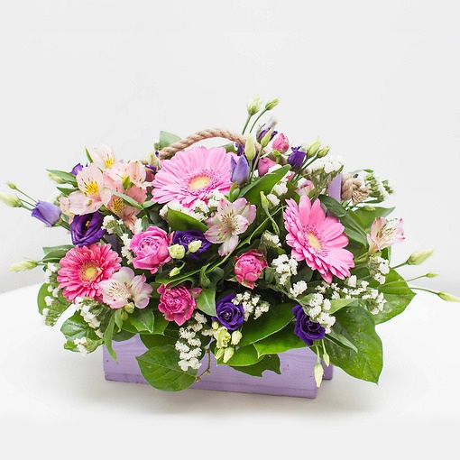 Альстромерия (микс (разных цветов)) — 3 шт., Гербера (микс (разных цветов)) — 5 шт., Писташ — 3 шт., Роза кустовая (нежно-розовый) — 2 шт., Деревянный ящик (пр…