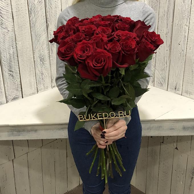 Роза Эквадор (красный, 60 см) — 25 шт., Красная лента — 1 шт.