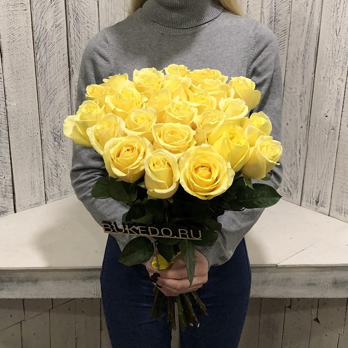 Роза Эквадор (желтый, 50 см) — 25 шт., Желтая лента — 1 шт.