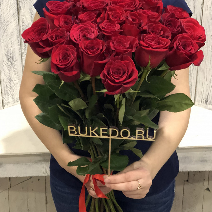 Роза Эквадор (красный, 70 см) — 25 шт., Красная лента — 1 шт.