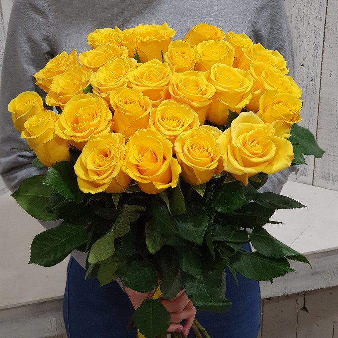 Роза Эквадор (желтый, 40 см) — 25 шт., Желтая лента — 1 шт.
