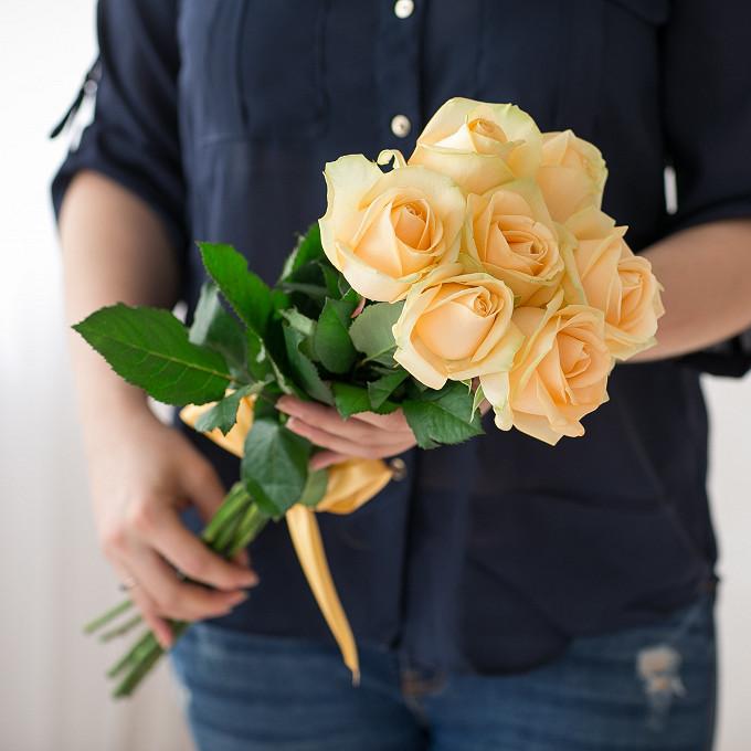 Кремовая лента — 1 шт., Роза Кения (кремовый, 40 см) — 7 шт.