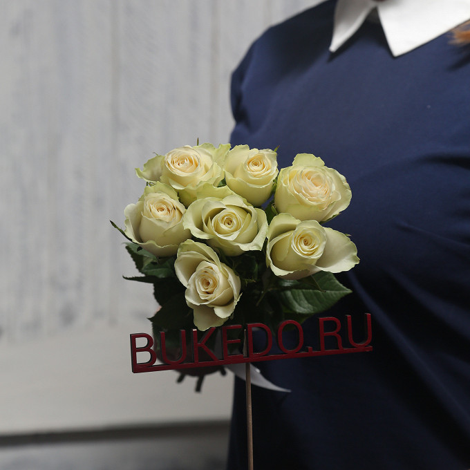 Белая лента — 1 шт., Роза Кения (белый, 40 см) — 7 шт.