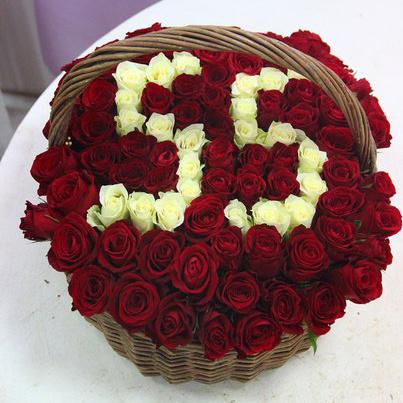 Роза Кения (белый) — 35 шт., Роза Кения (красный) — 46 шт., Корзина (прочее, большой) — 1 шт., Пиафлор — 2 шт.