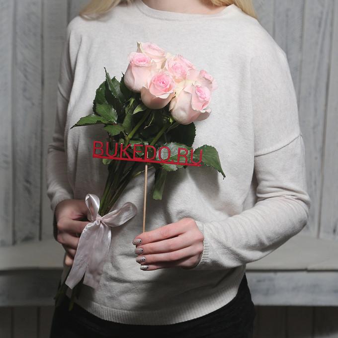 Роза Кения (нежно-розовый, 50 см) — 7 шт., Розовая лента — 1 шт.