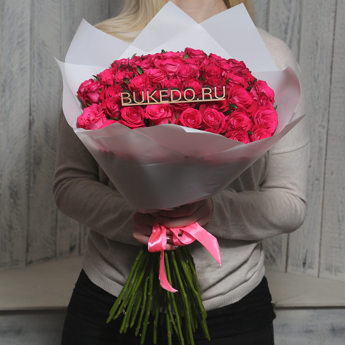 Розовая лента — 1 шт., Упаковка Матовая пленка белая — 1 шт., Роза Кения (ярко-розовый, 50 см) — 51 шт.