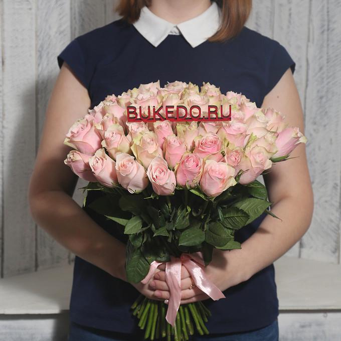 Роза Кения (нежно-розовый, 40 см) — 51 шт., Розовая лента — 1 шт.