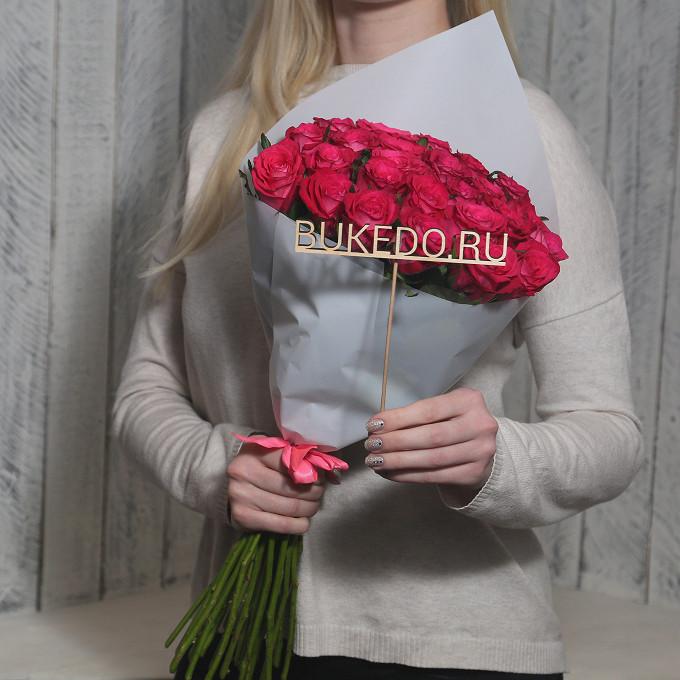 Розовая лента — 1 шт., Упаковка Матовая пленка белая — 1 шт., Роза Кения (ярко-розовый, 50 см) — 25 шт.
