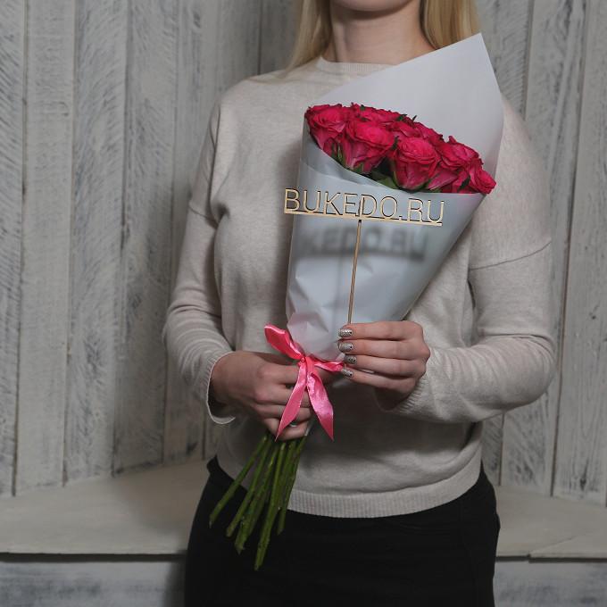 Розовая лента — 1 шт., Упаковка Матовая пленка белая — 1 шт., Роза Кения (ярко-розовый, 50 см) — 15 шт.