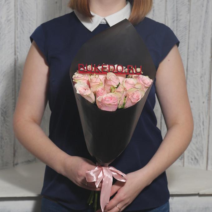 Розовая лента — 1 шт., Упаковка Матовая пленка черная — 1 шт., Роза Кения (нежно-розовый, 40 см) — 15 шт.