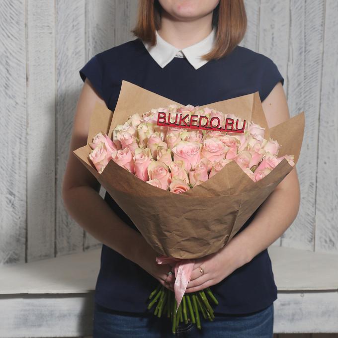 Роза Кения (нежно-розовый, 40 см) — 51 шт., Розовая лента — 1 шт., Упаковка Крафт однотонный — 1 шт.