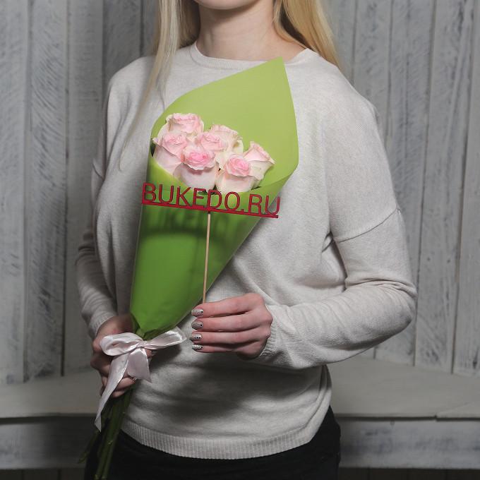 Розовая лента — 1 шт., Упаковка Матовая пленка зеленая — 1 шт., Роза Кения (нежно-розовый, 50 см) — 7 шт.