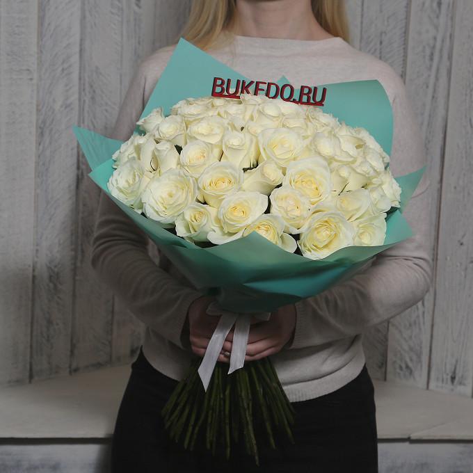 Белая лента — 1 шт., Упаковка Матовая пленка бирюзовая — 1 шт., Роза Кения (белый, 50 см) — 51 шт.