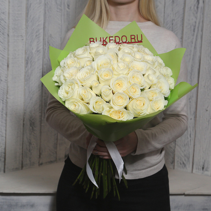 Белая лента — 1 шт., Упаковка Матовая пленка зеленая — 1 шт., Роза Кения (белый, 50 см) — 51 шт.