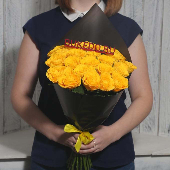 Желтая лента — 1 шт., Упаковка Матовая пленка черная — 1 шт., Роза Кения (желтый, 40 см) — 25 шт.