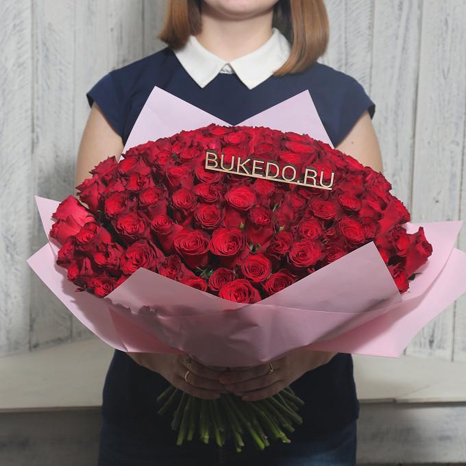 Красная лента — 1 шт., Упаковка Матовая пленка розовая — 1 шт., Роза Кения (красный, 40 см) — 101 шт.