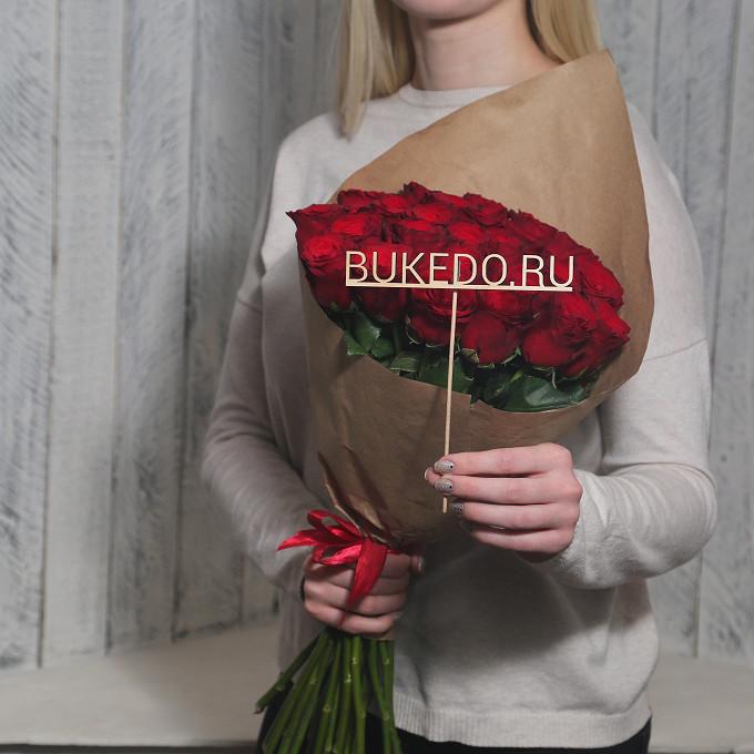 Красная лента — 1 шт., Упаковка Крафт однотонный — 1 шт., Роза Кения (красный, 50 см) — 25 шт.