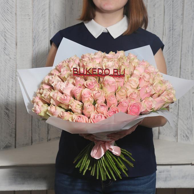 Розовая лента — 1 шт., Упаковка Матовая пленка белая — 1 шт., Роза Кения (нежно-розовый, 40 см) — 101 шт.