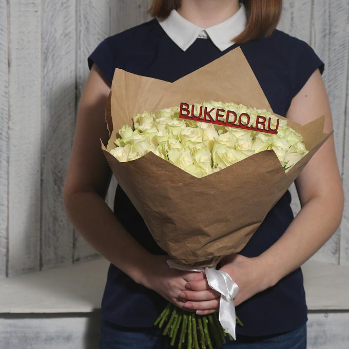 Роза Кения (белый, 40 см) — 51 шт., Белая лента — 1 шт., Упаковка Крафт однотонный — 1 шт.