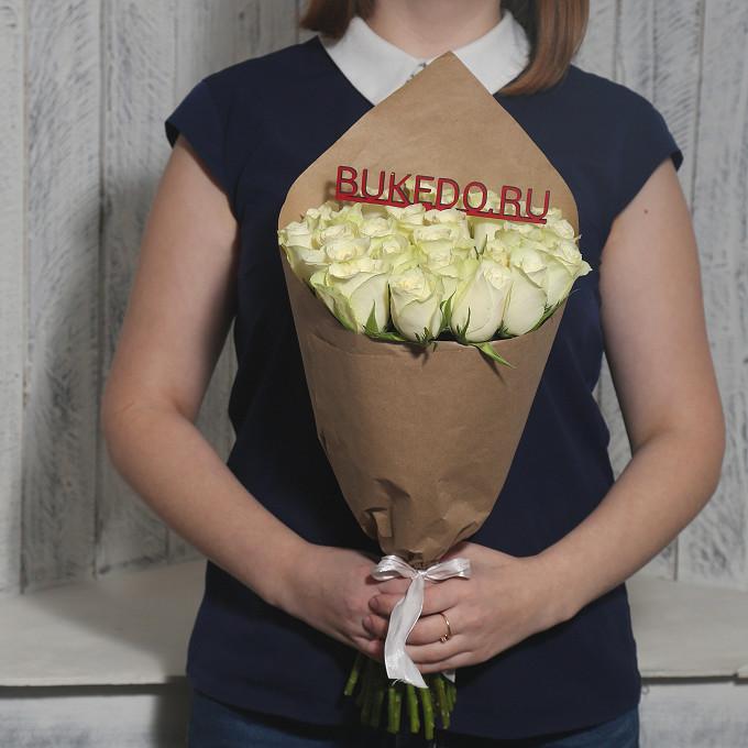Роза Кения (белый, 40 см) — 25 шт., Белая лента — 1 шт., Упаковка Крафт однотонный — 1 шт.