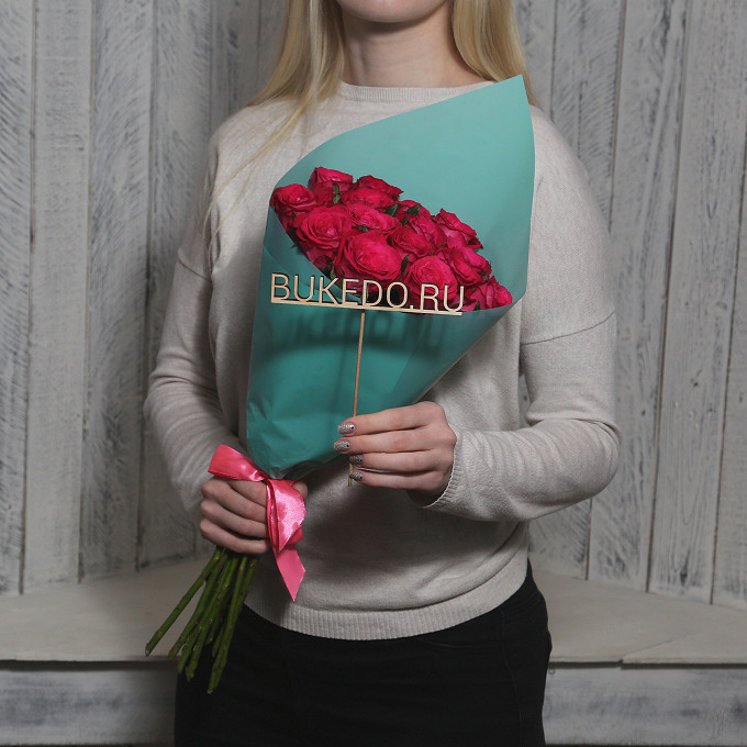 Розовая лента — 1 шт., Упаковка Матовая пленка бирюзовая — 1 шт., Роза Кения (ярко-розовый, 50 см) — 15 шт.