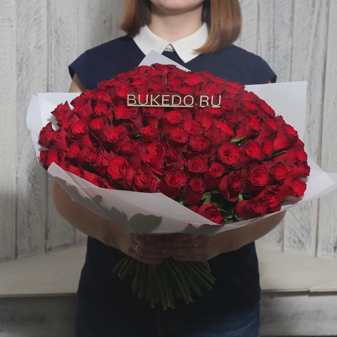 Красная лента — 1 шт., Упаковка Матовая пленка белая — 1 шт., Роза Кения (красный, 40 см) — 101 шт.