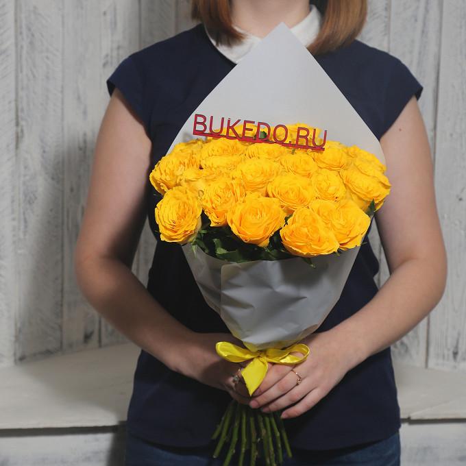 Желтая лента — 1 шт., Упаковка Матовая пленка белая — 1 шт., Роза Кения (желтый, 40 см) — 25 шт.