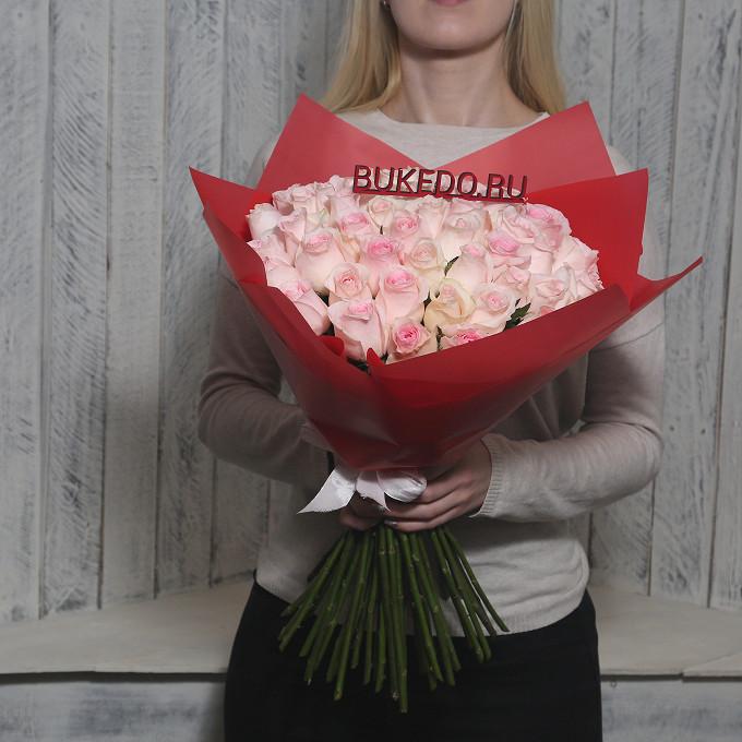 Розовая лента — 1 шт., Упаковка Матовая пленка красная — 1 шт., Роза Кения (нежно-розовый, 50 см) — 51 шт.