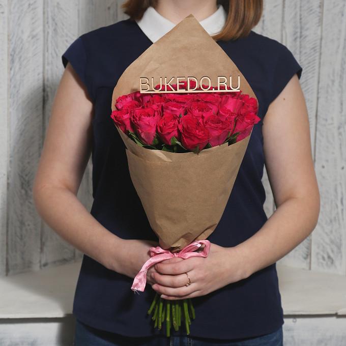 Роза Кения (ярко-розовый, 40 см) — 25 шт., Розовая лента — 1 шт., Упаковка Крафт однотонный — 1 шт.