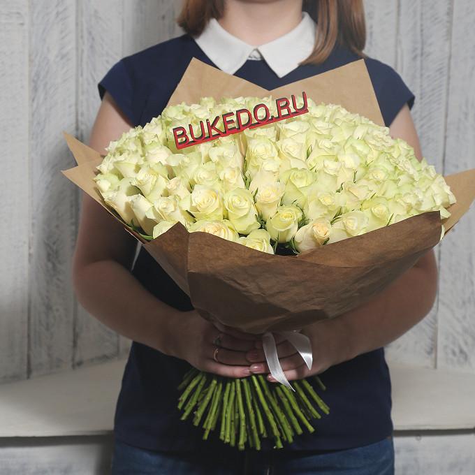 Роза Кения (белый, 40 см) — 101 шт., Белая лента — 1 шт., Упаковка Крафт однотонный — 1 шт.
