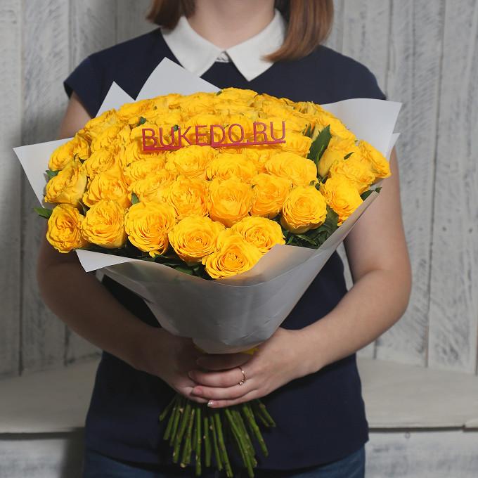 Роза Кения (желтый, 40 см) — 51 шт., Желтая лента — 1 шт., Упаковка Матовая пленка белая — 1 шт.