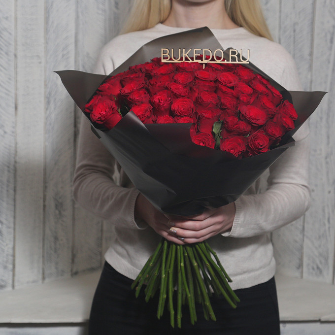 Красная лента — 1 шт., Упаковка Матовая пленка черная — 1 шт., Роза Кения (красный, 50 см) — 51 шт.