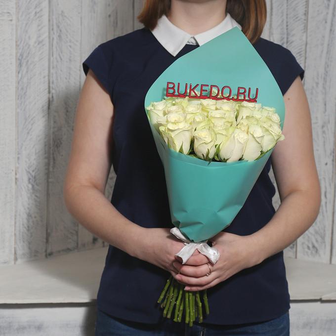 Роза Кения (белый, 40 см) — 25 шт., Белая лента — 1 шт., Упаковка Матовая пленка бирюзовая — 1 шт.