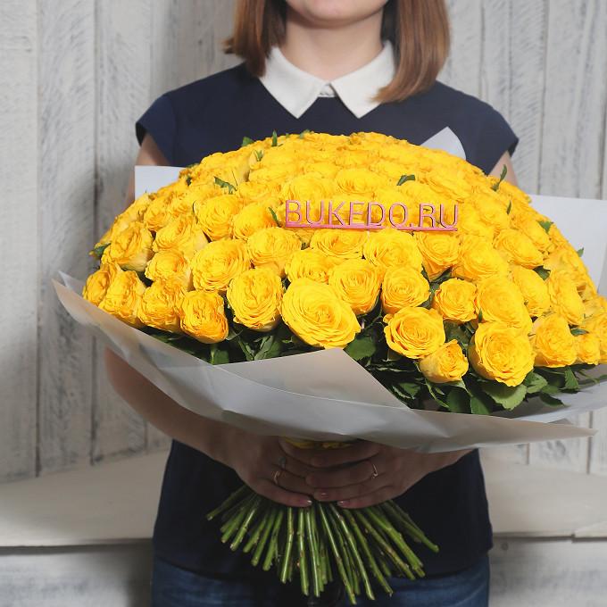 Желтая лента — 1 шт., Упаковка Матовая пленка белая — 1 шт., Роза Кения (желтый, 40 см) — 101 шт.