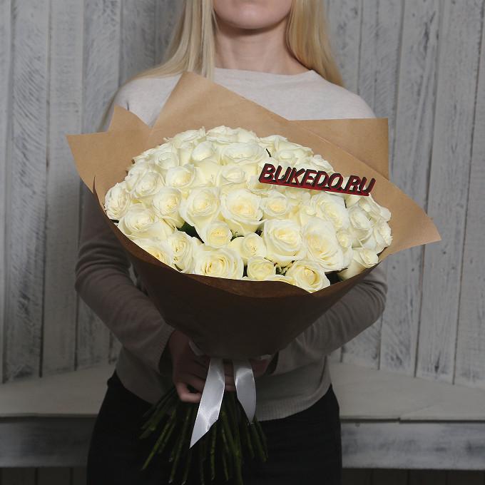 Белая лента — 1 шт., Упаковка Крафт однотонный — 1 шт., Роза Кения (белый, 50 см) — 51 шт.