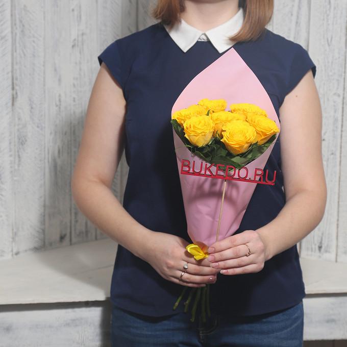 Желтая лента — 1 шт., Упаковка Матовая пленка розовая — 1 шт., Роза Кения (желтый, 40 см) — 7 шт.