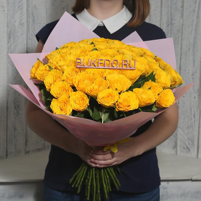 Роза Кения (желтый, 40 см) — 51 шт., Желтая лента — 1 шт., Упаковка Матовая пленка розовая — 1 шт.