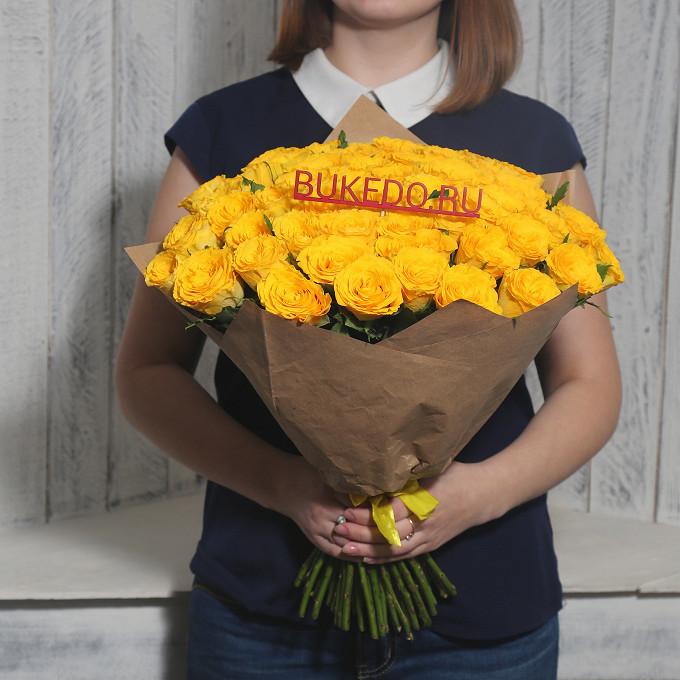 Роза Кения (желтый, 40 см) — 51 шт., Желтая лента — 1 шт., Упаковка Крафт однотонный — 1 шт.