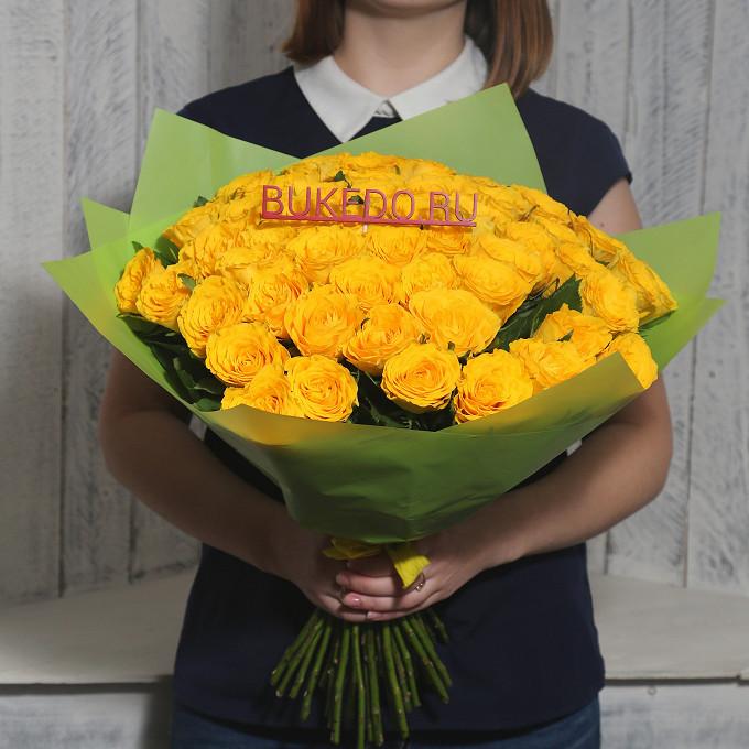 Роза Кения (желтый, 40 см) — 51 шт., Желтая лента — 1 шт., Упаковка Матовая пленка зеленая — 1 шт.