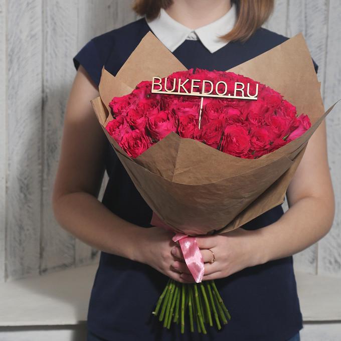 Роза Кения (ярко-розовый, 40 см) — 51 шт., Розовая лента — 1 шт., Упаковка Крафт однотонный — 1 шт.