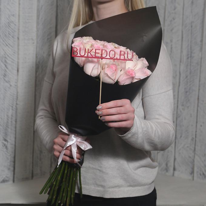 Розовая лента — 1 шт., Упаковка Матовая пленка черная — 1 шт., Роза Кения (нежно-розовый, 50 см) — 25 шт.
