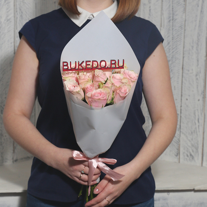 Розовая лента — 1 шт., Упаковка Матовая пленка белая — 1 шт., Роза Кения (нежно-розовый, 40 см) — 15 шт.