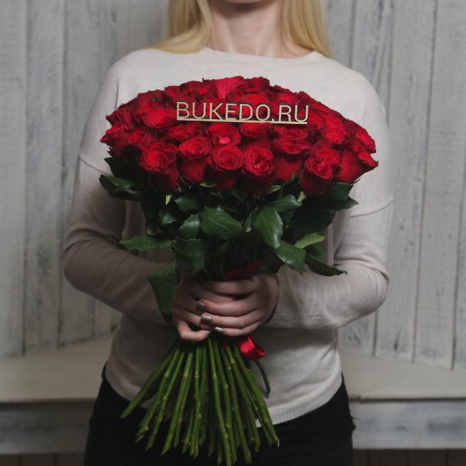 Роза Кения (красный, 50 см) — 51 шт., Красная лента — 1 шт.