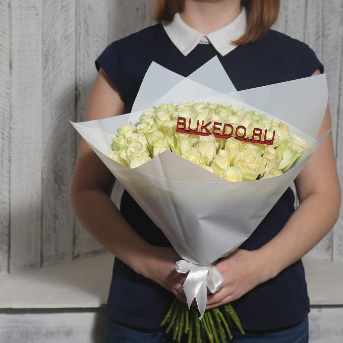 Роза Кения (белый, 40 см) — 51 шт., Белая лента — 1 шт., Упаковка Матовая пленка белая — 1 шт.