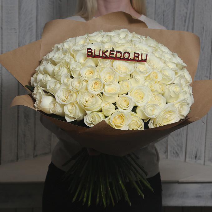 Белая лента — 1 шт., Упаковка Крафт однотонный — 1 шт., Роза Кения (белый, 50 см) — 101 шт.