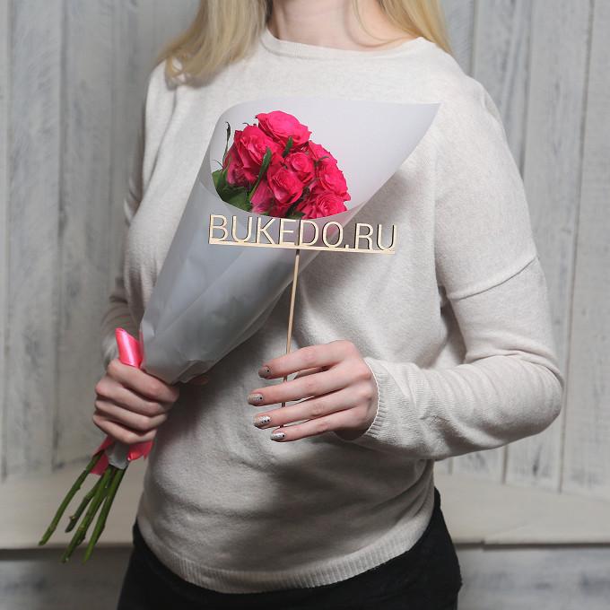 Розовая лента — 1 шт., Упаковка Матовая пленка белая — 1 шт., Роза Кения (ярко-розовый, 50 см) — 7 шт.