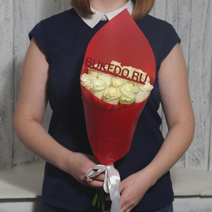 Белая лента — 1 шт., Упаковка Матовая пленка красная — 1 шт., Роза Кения (белый, 40 см) — 15 шт.