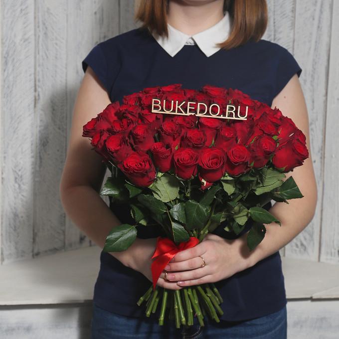 Роза Кения (красный, 40 см) — 51 шт., Красная лента — 1 шт.