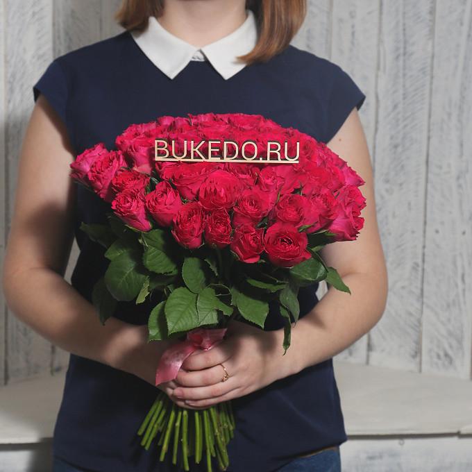 Роза Кения (ярко-розовый, 40 см) — 51 шт., Розовая лента — 1 шт.